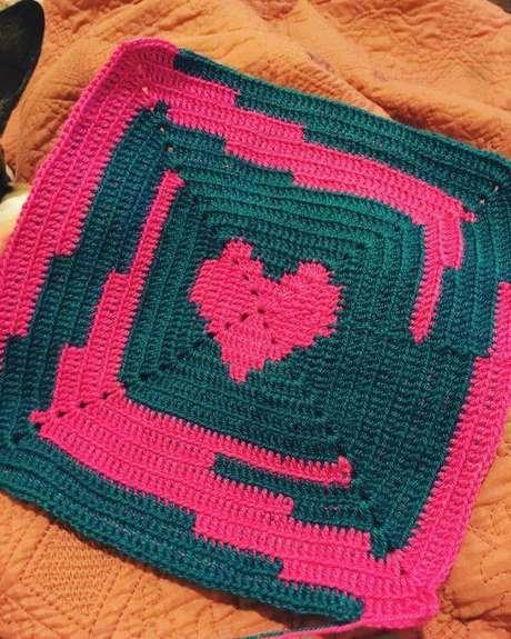 20. Tapete de crochê quadrado rosa e azul – Por: Creaciones