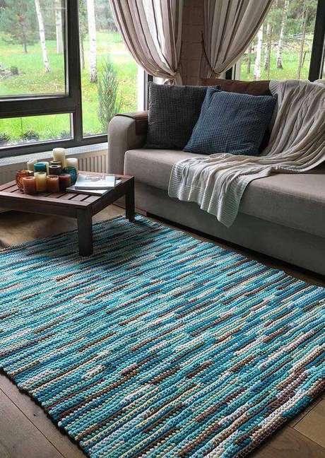 21. Tapete de crochê quadrado azul e cinza – Por: Decor Fácil