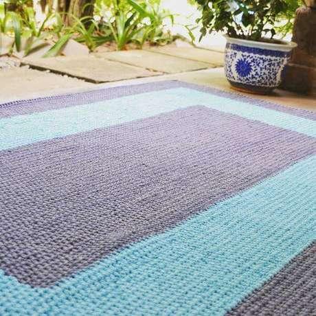 33. Tapete de crochê quadrado passo a passo em azul marinho e azul claro – Por: Scrap