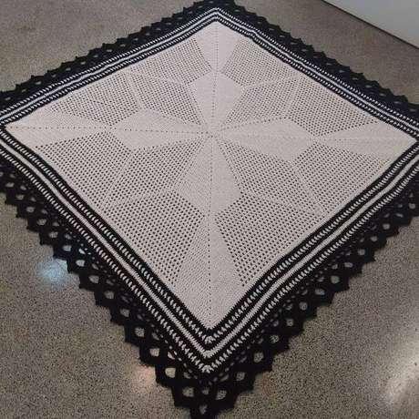 35. Faça um belo acabamento do seu tapete com bico de crochê para tapete de barbante quadrado – Por: KM Crochê