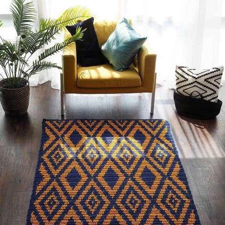 40. Tapete de crochê quadrado para sala de estar – Por: Pinterest