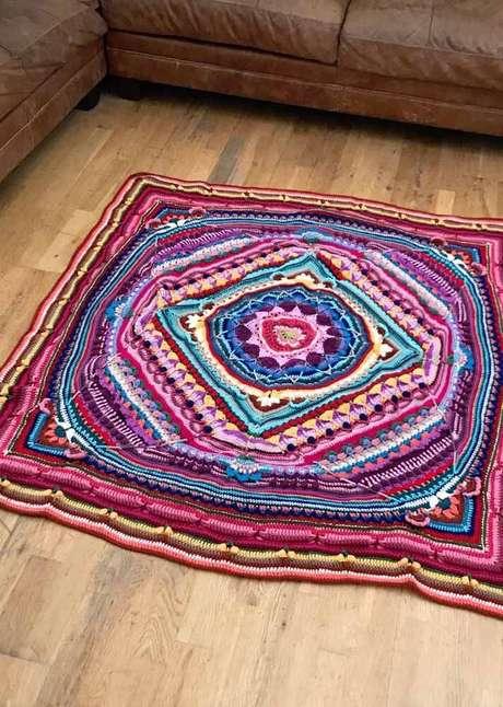 43. Capriche na escolha do seu tapete de crochê quadrado passo a passo – Por: Pinterest