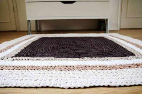 63. O tapete de crochê quadrado pode ser usada onde você quiser na casa – Por: Pinterest