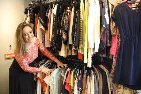 A publicitária Camila Scarpa, fundadora do brechó Dondoca Vende Tudo.