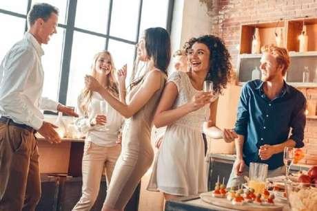 2. Faça uma lista de convidados ao preparar as festas de final de ano – Foto: Shutterstock