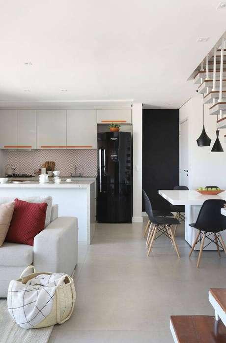 39. A cadeira eames é uma opção barata de decorar sua casa. Foto: Studio Canto Arquitetura