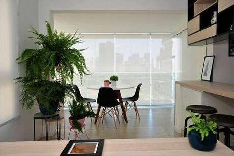 21. A cadeira eames é um ícone da decoração moderna. Projeto de PPStudio Espaços Criativos