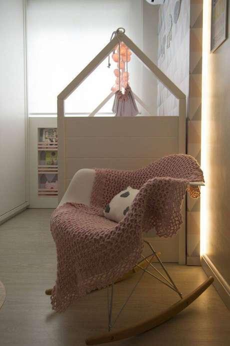4. A cadeira eames de balanço é muito interessante para mães em amamentação. Projeto de Débora Arquitetura