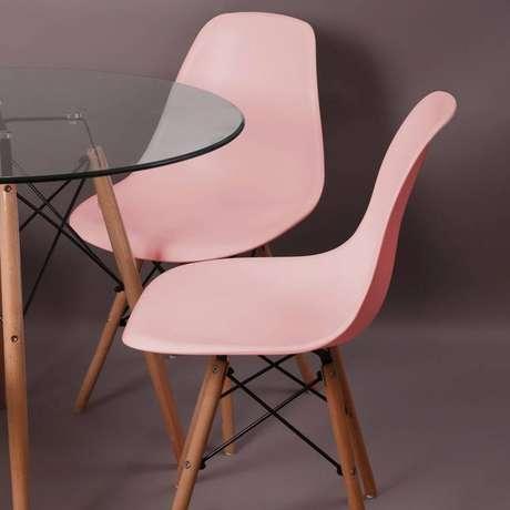 9. A cadeira eames rosa é mais delicada. Foto: Mercado Livre