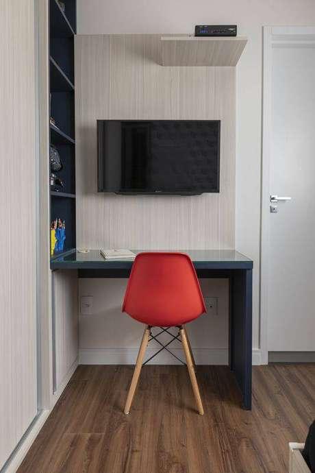 22. A cadeira eames vermelha é muito interessante. Projeto de MAV Arquitetura