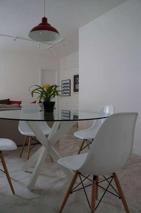 16. A cadeira eames combina com muitos tipos de decoração. Projeto de Pmartino Arquitetura e Decoração
