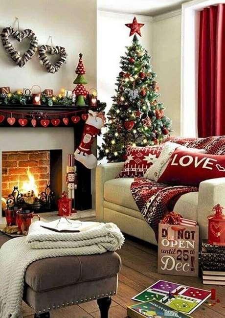 12. Invista em itens tradicionais para a sua decoração natalina – Foto: Pinterest