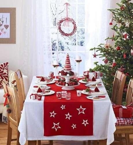 10. Decoração tradicional para mesa de natal – Foto: Pinterest