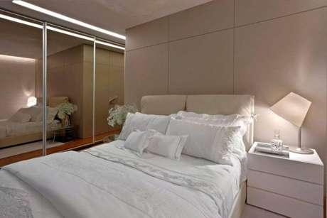 68. Um bom espelho para quarto faz a diferença no cômodo. Projeto Graziella Nicolai
