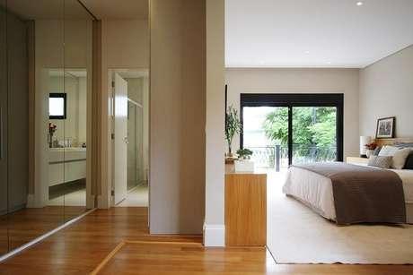 80. O espelho para quarto é um item necessário em muitos sentidos. Projeto de Mès Arquitetura