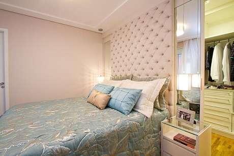 58. Um bom espelho para quarto deve ser funcional e estético. Projeto de Sartori Design