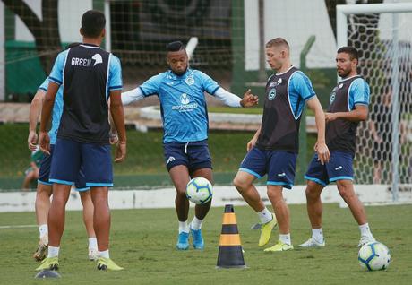 Esmeraldino vai com força total para o duelo com o Inter (Foto: Rosiron Rodrigues/Goiás)