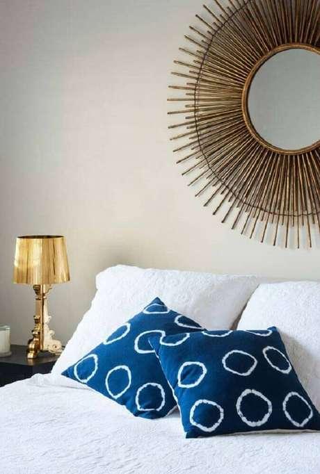 40. O espelho para quarto pode se tornar o grande atrativo do ambiente decorado