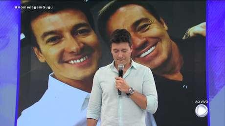 Rodrigo Faro demonstra emoção no programa especial sobre Gugu