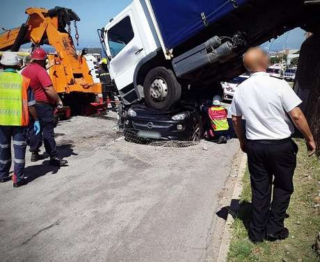 Vítima ficou 40 minutos dentro do carro até que pudesse ser resgatada, com múltiplos ferimentos