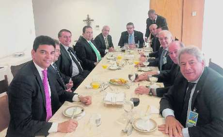 Em reunião com o presidente Bolsonaro, deputados do Centrão questionam sobre autorização para jogos de azar