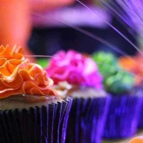 68. Invista em cupcakes coloridos. Fonte: Pinterest
