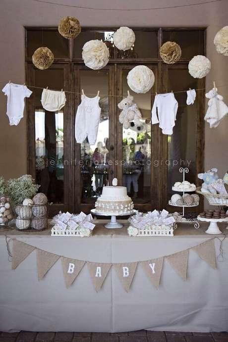 26. Aposte nos tons neutros para a decoração de chá de bebê – Foto: Baby Shower
