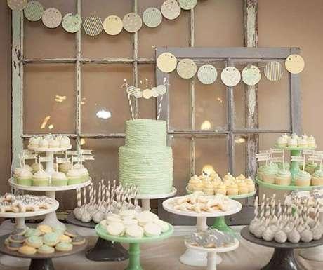 58. Os tons pasteis ficam lindos na decoração de chá de bebê e remetem à doçura da primeira infância – Foto: Baby Shower Ideas