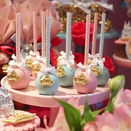 65. Docinhos também podem se transformar em lembrancinhas para usar na decoração de chá de bebê – Foto: Ada Costa Averbeck