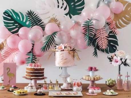 68. A decoração de chá de bebê tropical ou de flamingos é uma tendência – Foto: DHgate