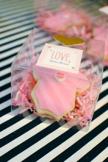 85. Caixinhas de acrílico também são muito utilizadas como embalagem para lembrancinhas de chá de bebê , você também pode usá-la na decoração de chá de bebê – Foto: Pinterest