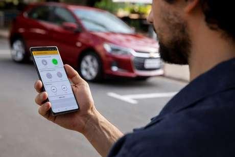 O aplicativo myChevrolet App permite acionar o ar-condicionado e ligar o motor do novo Onix à distância.