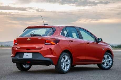 Chevrolet Onix: de volta à liderança do ranking mensal, mas a Fiat Strada ainda ameaça.
