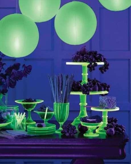 60. Surpreenda os convidados com uma decoração de festa neon incrível. Fonte: Pinterest