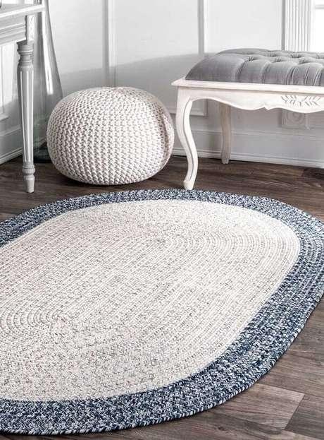 41. Tapete de crochê em tons neutros se harmoniza facilmente com outros elementos do ambiente. Fonte: Pinterest