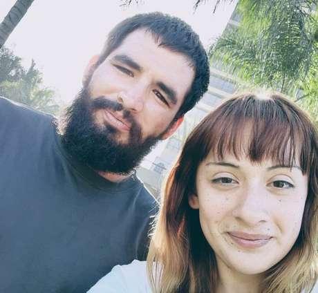 Steven Velásquez e seu parceiro Alexis Granados oferecem o serviço de filas para os compradores que não querem enfrentá-las na Black Friday