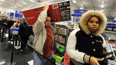 A Federação Nacional do Varejo estima que 165,3 milhões de pessoas farão compras nos Estados Unidos durante a Black Friday