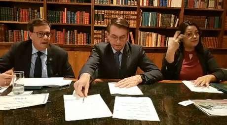 Gilson Machado Neto, presidente da Embratur, e Jair Bolsonaro em transmissão ao vivo semanal.