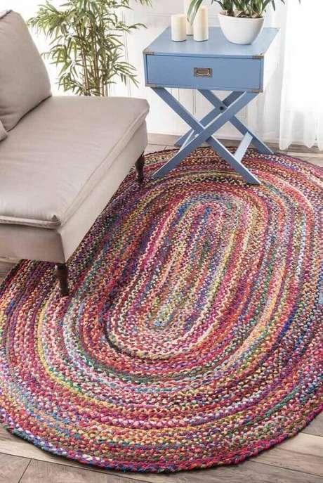 1. Complemente a decoração da sala com um tapete de crochê oval. Fonte: Pinterest