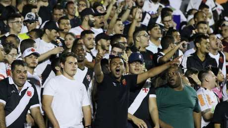 Torcida vascaína deu mais uma prova de apoio ao clube de São Januário (Heber Gomes)