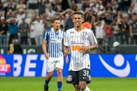 Pedrinho pode ser baixa no Corinthians (Foto: Richard Callis/Fotoarena/Lancepress!)