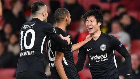 Kamada marcou duas vezes e deu a vitória para o Frankfurt (Foto: AFP)