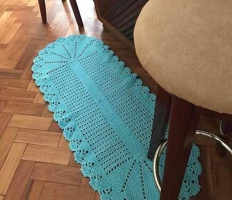 40. Tapete de crochê azul turquesa decora o ambiente. Fonte: Pinterest