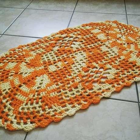 52. Lindas mescladas forma um lindo tapete de crochê oval. Fonte: Elaine Serra