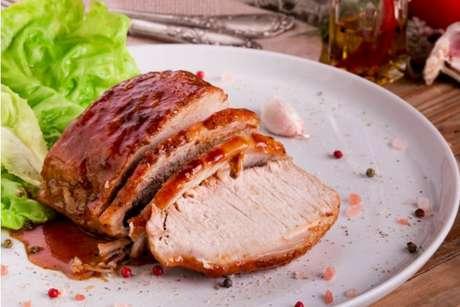 Experimente preparar um molho delicioso para combinar com o lombo de porco