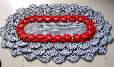 55. O tapete de crochê oval pode complementar a decoração da cozinha. Fonte: Cre Morais
