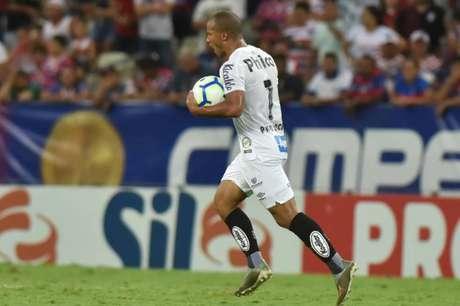 Sánchez fez o gol do Santos, mas perdeu pênalti no fim (Ivan Storti/SFC)
