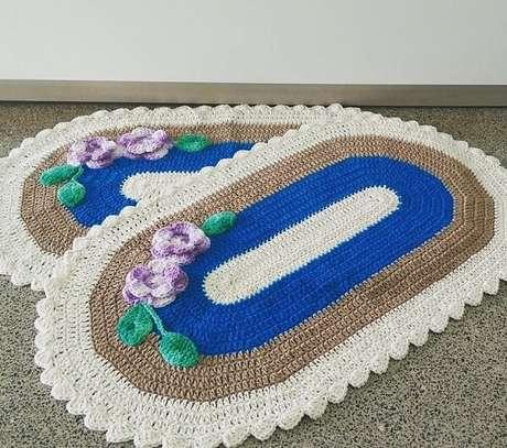 63. Tapete de crochê oval com flores delicadas. Fonte: Cleo Sever