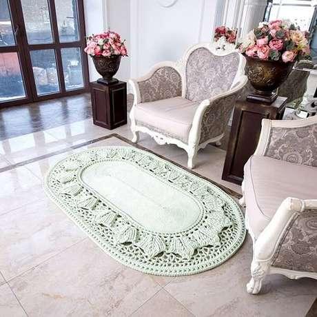 64. Tapete de crochê oval decora a sala de estar. Fonte: Dicas de Mulher