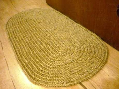 23. Tapete de crochê oval bege. Fonte: Pinterest
